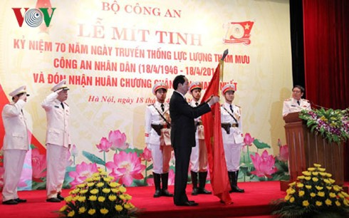 President attends 70th traditional day of People's Police staff force  - ảnh 1
