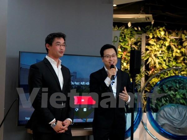 Executive Director of World Economic Forum meets young Vietnamese  - ảnh 1