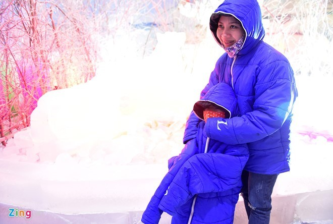 Kids escape heat at Saigon Polar Expo - ảnh 2