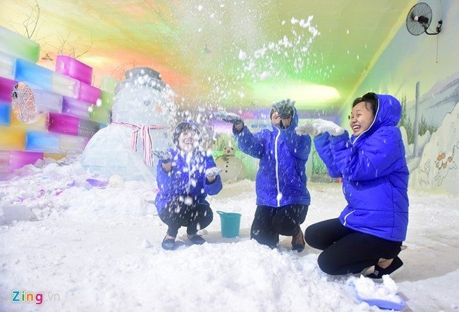 Kids escape heat at Saigon Polar Expo - ảnh 9