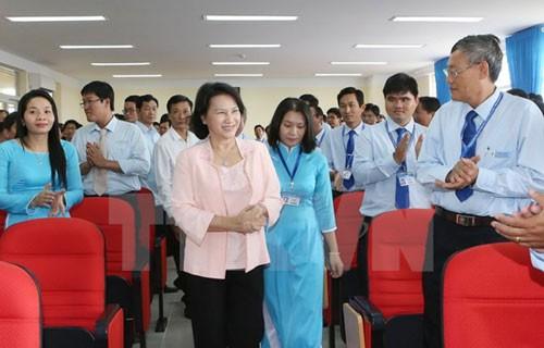 NA Chairwoman Nguyen Thi Kim Ngan visits Vinh Long province - ảnh 1