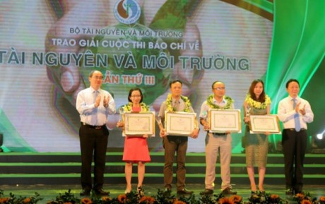 27 journalistic works on environment and natural resources awarded - ảnh 1