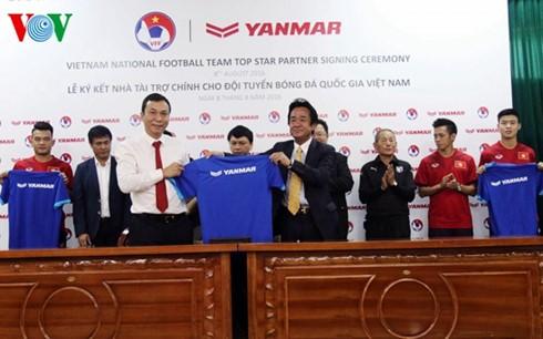 Japanese company to continue sponsoring Vietnam national football team - ảnh 1