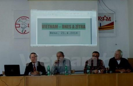 Czech newspaper commends Vietnam's reform achievements  - ảnh 1