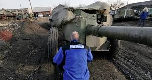 OSCE: Heavy weapon appears near frontline in East Ukraine - ảnh 1