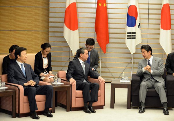 Japanese Prime Minister stresses trilateral cooperation with China, South Korea - ảnh 1