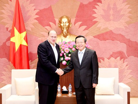 NA Vice Chairwoman Phung Quoc Hien receives US-ASEAN Business Council - ảnh 1