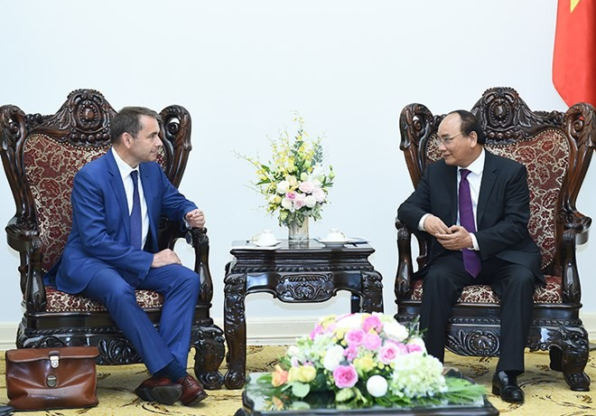 Prime Minister backs Hanoi railways project with France  - ảnh 1