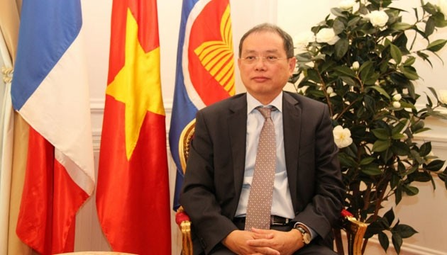French President's visit to Vietnam motivates bilateral ties - ảnh 1