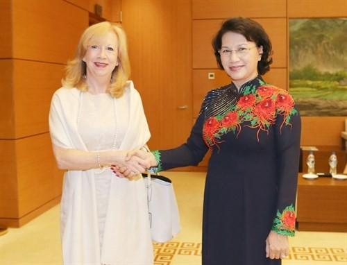 NA Chairwoman greets UK Deputy Speaker of the House of Commons - ảnh 1
