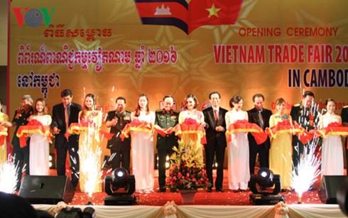 Vietnamese Trade Fair 2016 opens in Cambodia - ảnh 1