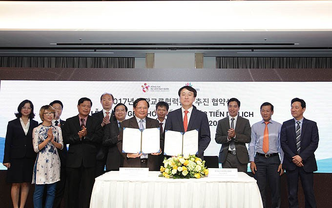 Vietnam, Korea boost tourism cooperation   - ảnh 1