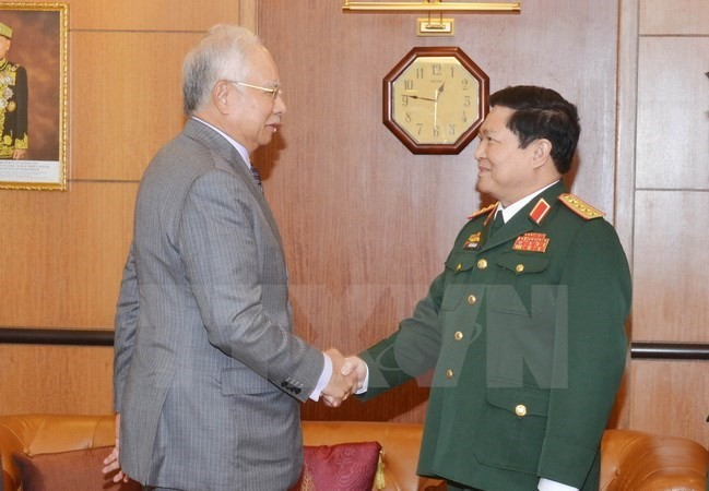 Malaysian PM supports defence cooperation with Vietnam  - ảnh 1