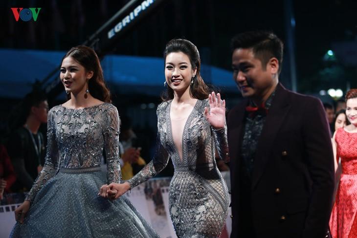 Celebrities on HANIFF red carpet - ảnh 3