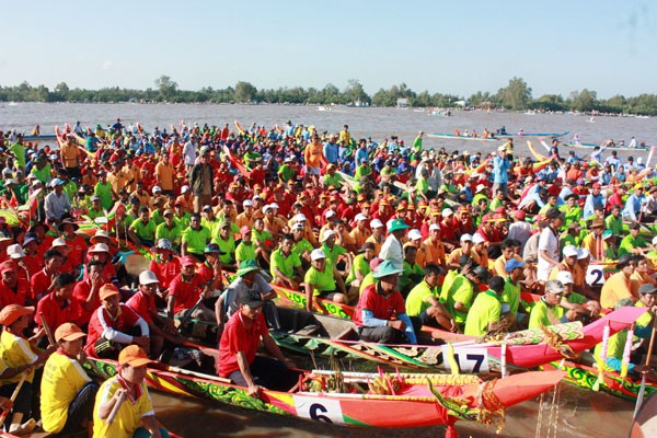 Festival highlights Khmer people's culture, sports and tourism - ảnh 1