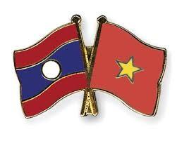 PM Nguyen Xuan Phuc receives Lao Deputy PM  - ảnh 1