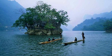 Ba Be, the biggest mountain lake in Vietnam - ảnh 2