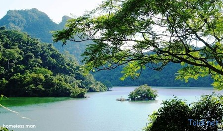 Ba Be, the biggest mountain lake in Vietnam - ảnh 1