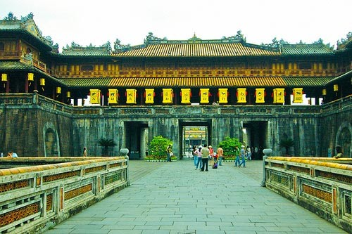 Hue celebrates 2.5 million tourists record - ảnh 1
