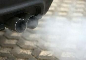 European Parliament tightens car emission oversight - ảnh 1