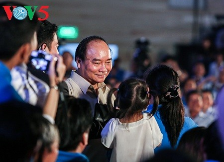 Prime Minister Nguyen Xuan Phuc: care for workers by employment solutions - ảnh 2