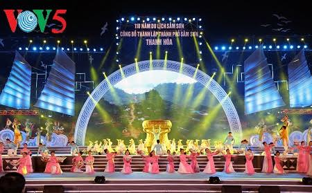 Deputy Prime Minister Vuong Dinh Hue joined festival of 110th anniversary of Sam Son tourism - ảnh 2