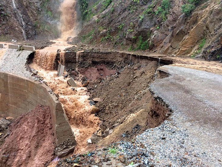 Northern mountainous provinces cope with torrential rains and flash floods - ảnh 1