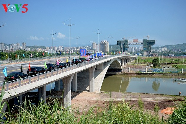 Vietnam-China Bac Luan II bridge inaugurated - ảnh 1