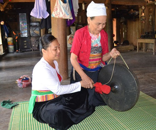 Cao Phong district preserves Muong Thang culture - ảnh 2