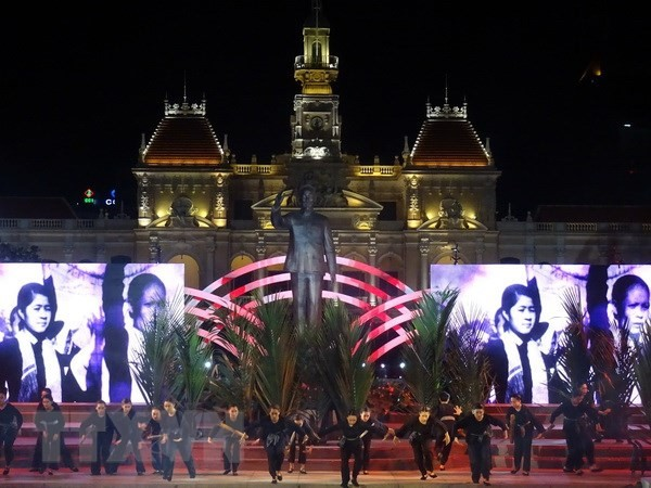 Art performance celebrates 43 years of national reunification:   - ảnh 1