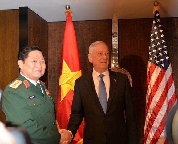 Shangri-La 2018: Vietnam, US enhance defense industry cooperation - ảnh 1