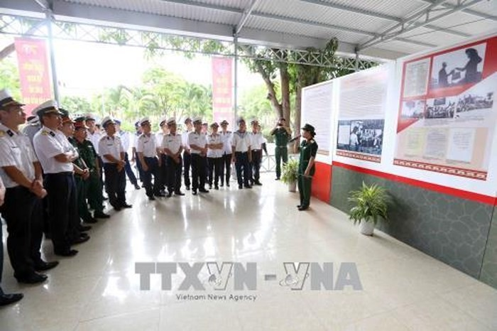 Exhibition features President Ho Chi Minh with patriotic emulation movement - ảnh 1