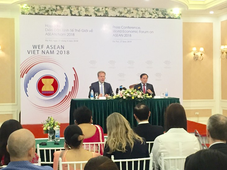 WEF ASEAN 2018 enhances cooperation for 4th industrial revolution - ảnh 1