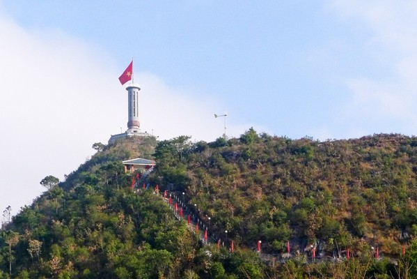 The Mong man behind the road to iconic Lung Cu flag tower - ảnh 3