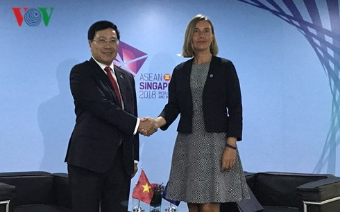 Deputy PM meets FMs of China, Philippines, Brunei, EU representative  - ảnh 2