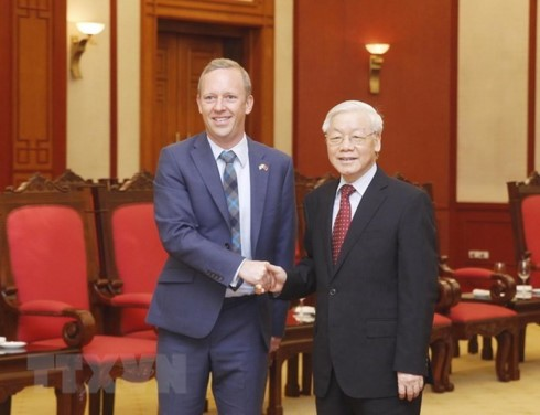 Vietnam wants to step up cooperation ties with UK: Party chief - ảnh 1