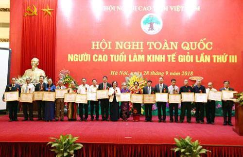 Elderly people with profitable business operation honoured - ảnh 1