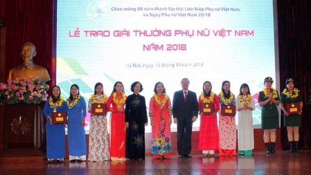 Winners of 2018 Vietnam Women's Awards honoured - ảnh 1