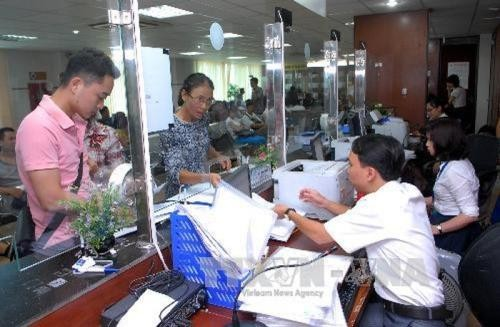 Administrative reform to attract more investment  - ảnh 1