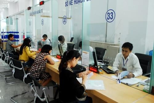 Administrative reform to attract more investment  - ảnh 2
