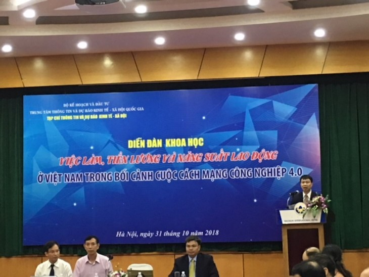 Vietnamese workers face 4.0 Industrial Revolution challenges  - ảnh 1