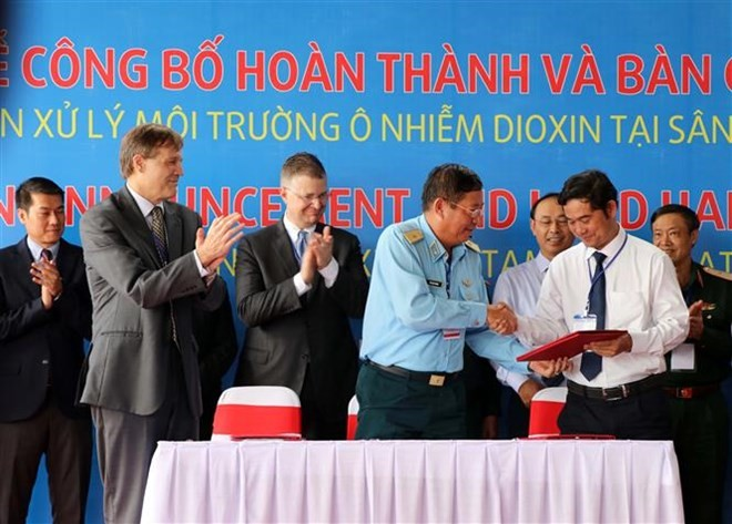 Vietnam, US complete detoxification of dioxin-contaminated land in Da Nang airport  - ảnh 1