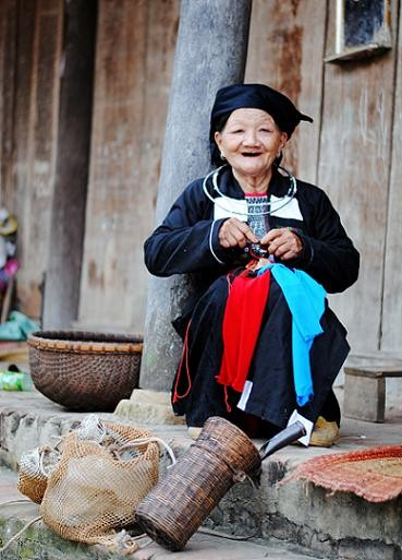 Clothes of the Cao Lan in Bac Giang province - ảnh 3