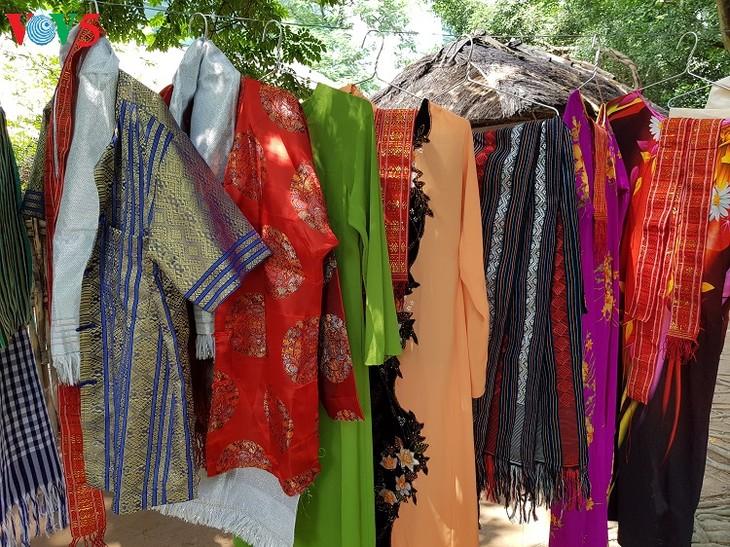 My Nghiep brocade weaving village   - ảnh 1