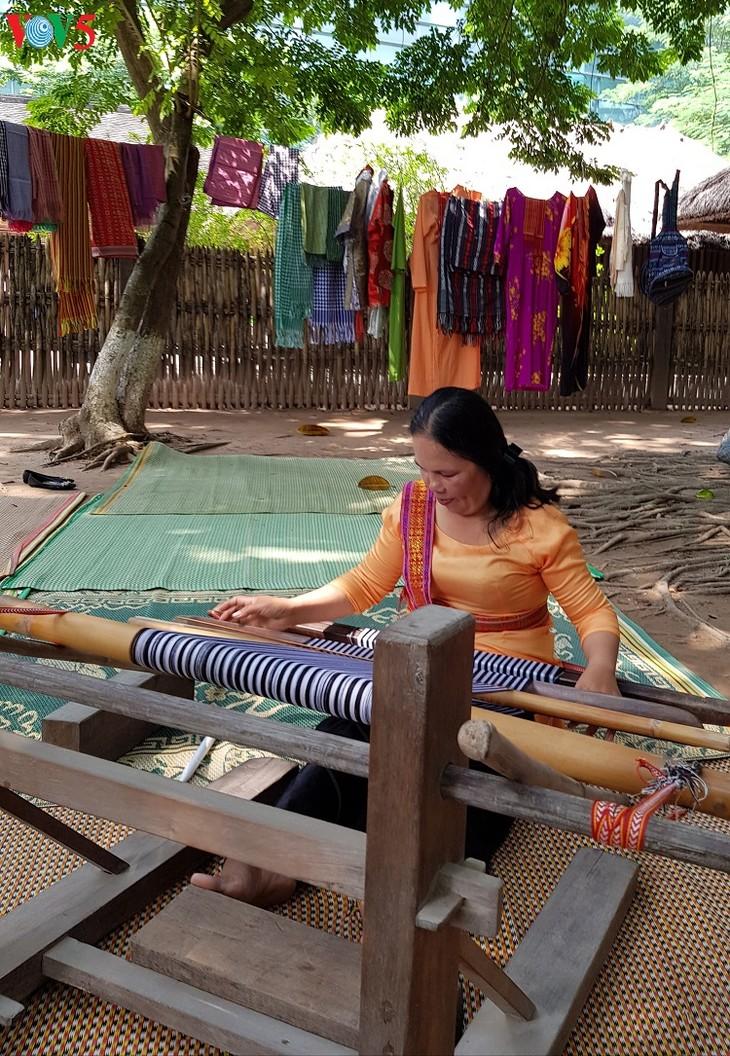 My Nghiep brocade weaving village   - ảnh 2