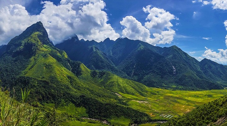 Hoang Lien Son mountain range rated 7th most exciting destination for 2019 - ảnh 1