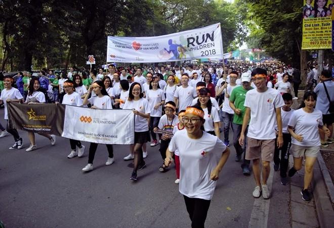 Thousands join Hanoi Run for Children 2018 - ảnh 1