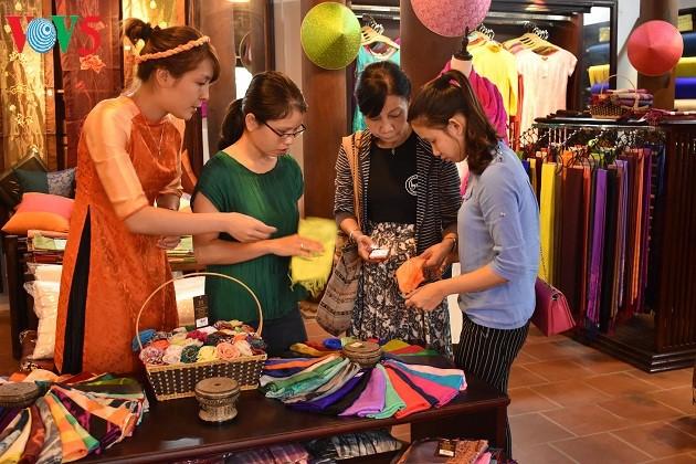 "Vietnam's craft villages adopt ""One Commune, One Product"" program - ảnh 2"