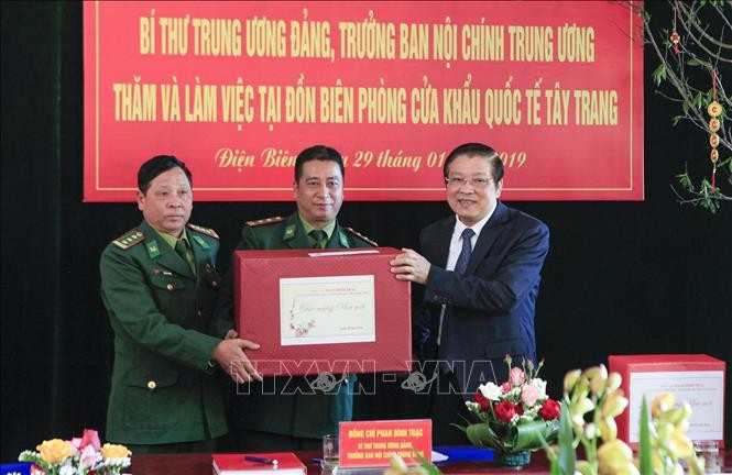Disadvantaged people taken care of ahead of Tet - ảnh 2