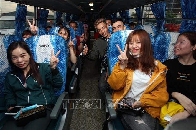 Free buses take workers home for Tet - ảnh 1